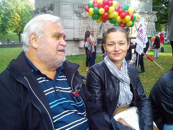 01.09.2014, Antikriegstag am 'Kriegsklotz' (71er-Denkmal am HH Dammtor) Hartmut Obens und Zaklin Nastic