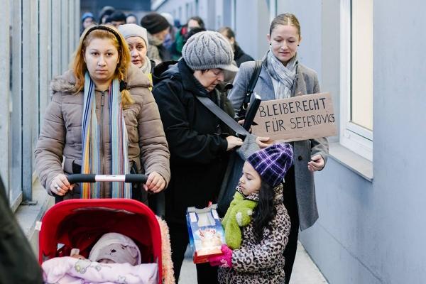 Hamburg, 06.12.14: Scheinabschiebung der Familie Seferovic; Bleiberecht